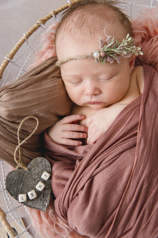 © Fotografie Katharina Müller Neugeborenenfotografie-Schwangerschaftsfotografie-9month-Babyfotos-Babyshooting-Newbornfotos-Babybauchfotos-Fotografie-Katharina-Müller-www.fotografie-km.de
